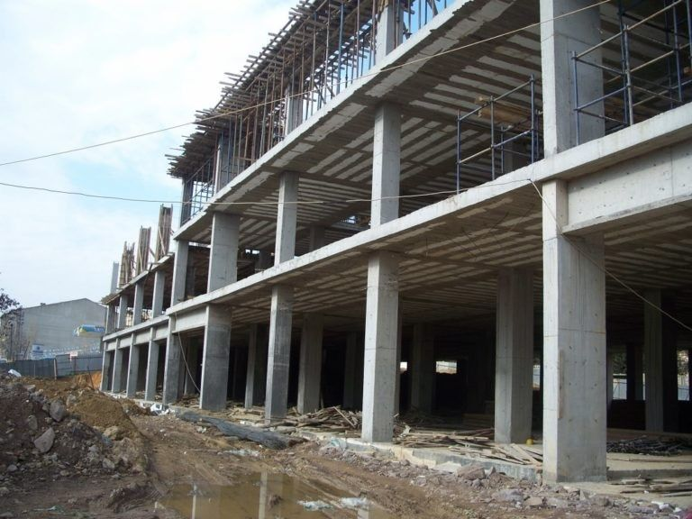 Vaulted Ceiling: Main Principles of Constructing and Finishing. Multistorey building under construction