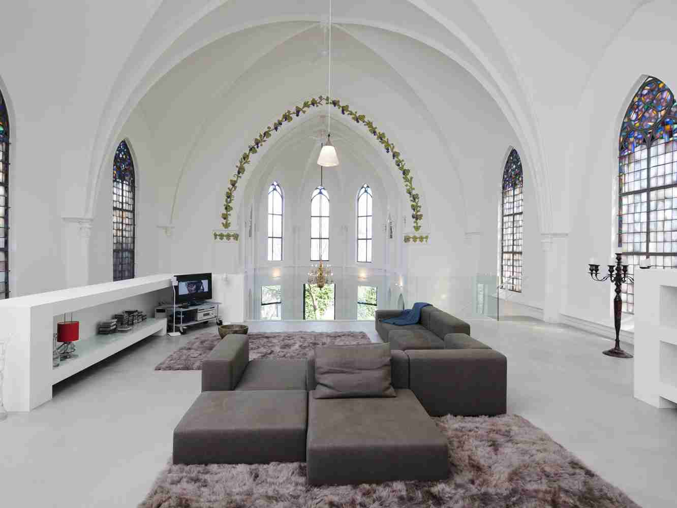 Light domed and arched ceiling of the Arabic styled cottage