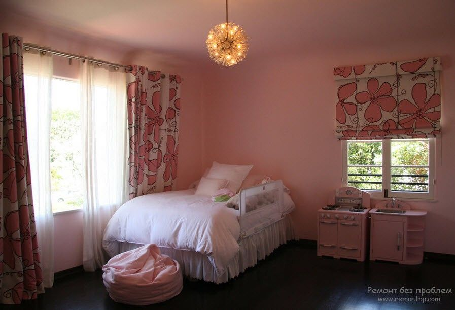 Curtains in the Interior of the Children's Room. Small room with pink walls