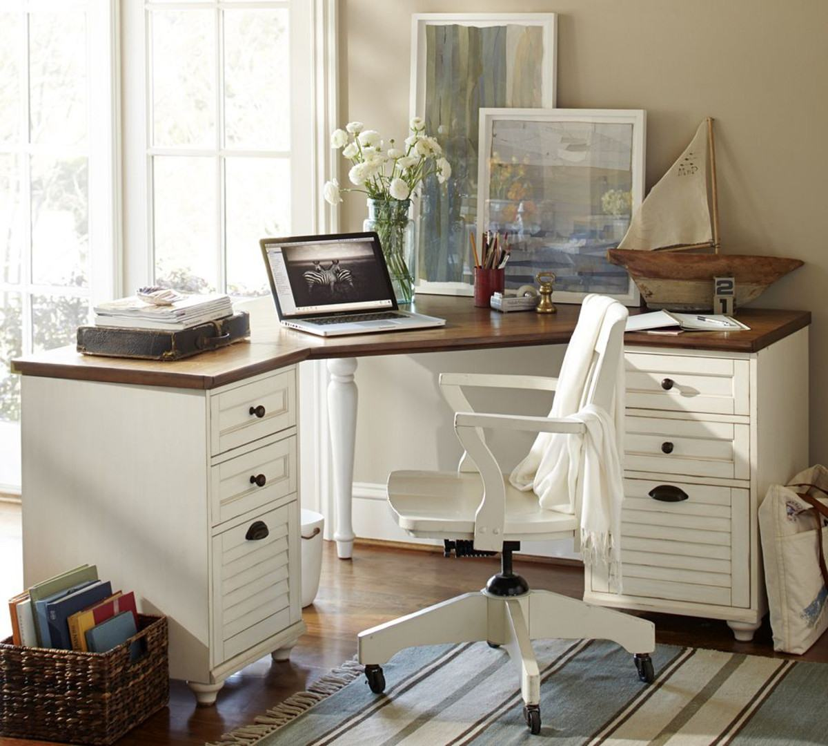 Classic setting of the home office in white with black fittings