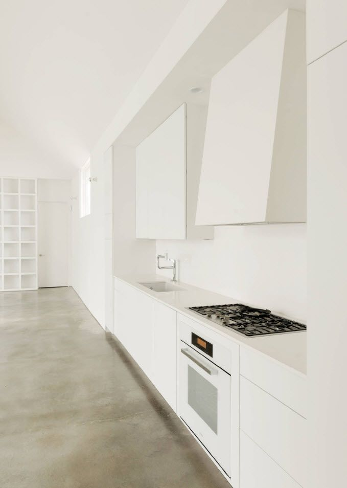 Totally white kitchen finishing idyll with gray floor