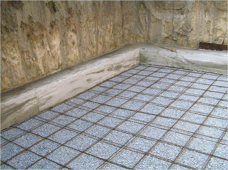 DIY Concrete Floor Step-by-Step Preparation and Installation Advice. Reinforcing the future concrete slab