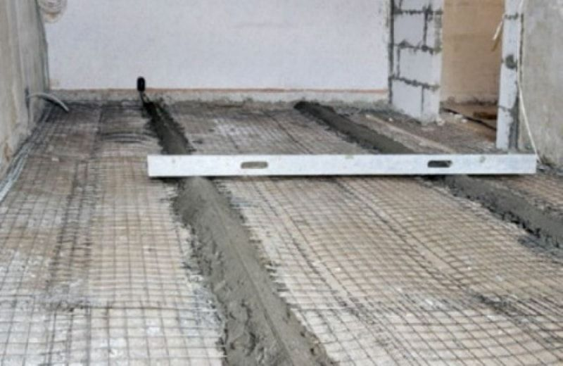 DIY Concrete Floor Step-by-Step Preparation and Installation Advice. Level at the guides