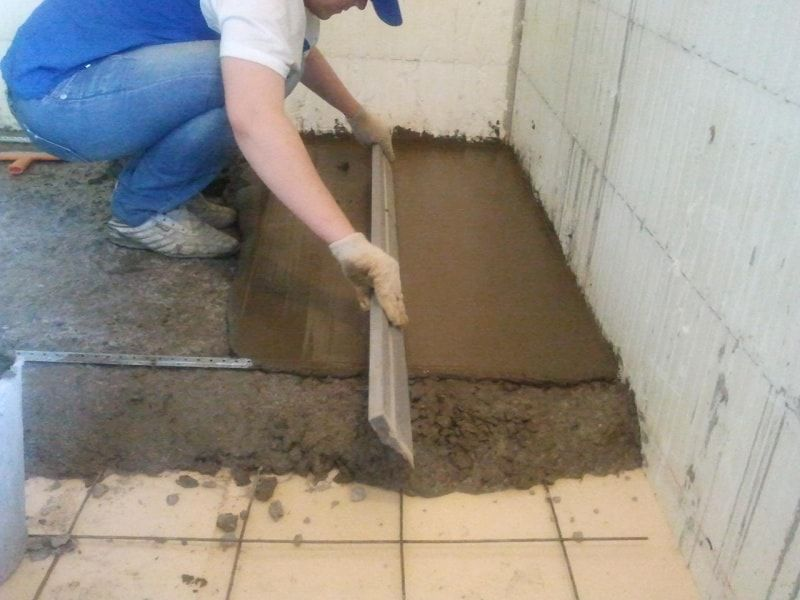 DIY Concrete Floor Step-by-Step Preparation and Installation Advice. Beginning of the pouring