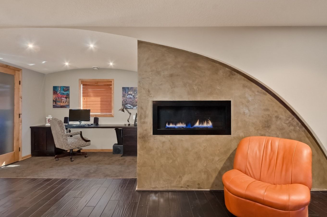 Faux Concrete Wall Paint: Modern and Original Finishing. Arched partition with the built-in fireplace