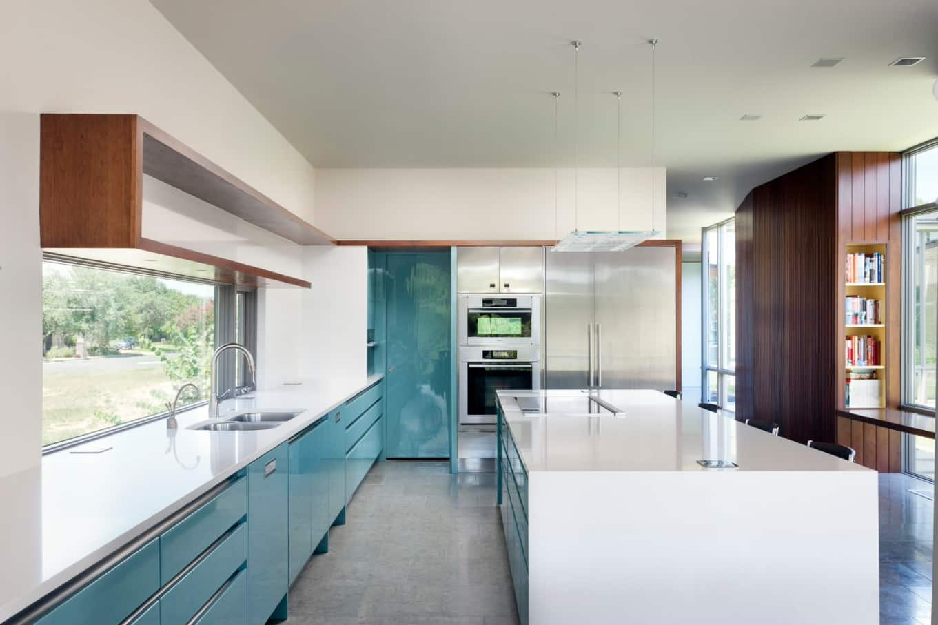 How to Pick the Best Colours for Your Kitchen. Azure and glossy kitchen cabinets' facades