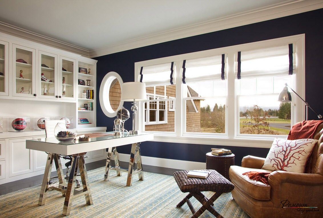 Roman Blinds in the Interior: Description, Organiс Combination of Color. Unusual Rustic design with circle window and blue wall paint