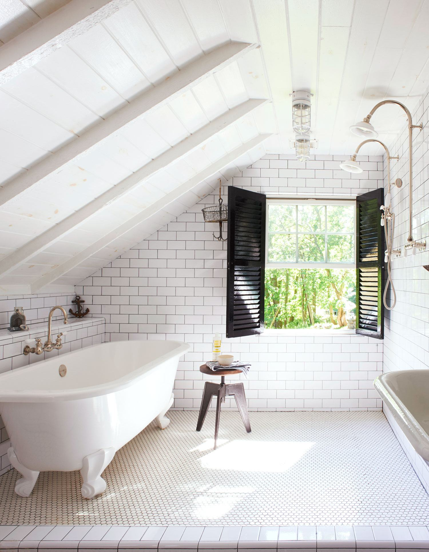 Attic Room Original Finishing and Decoration Ideas with Photos. Nice classic styled bathroom idea