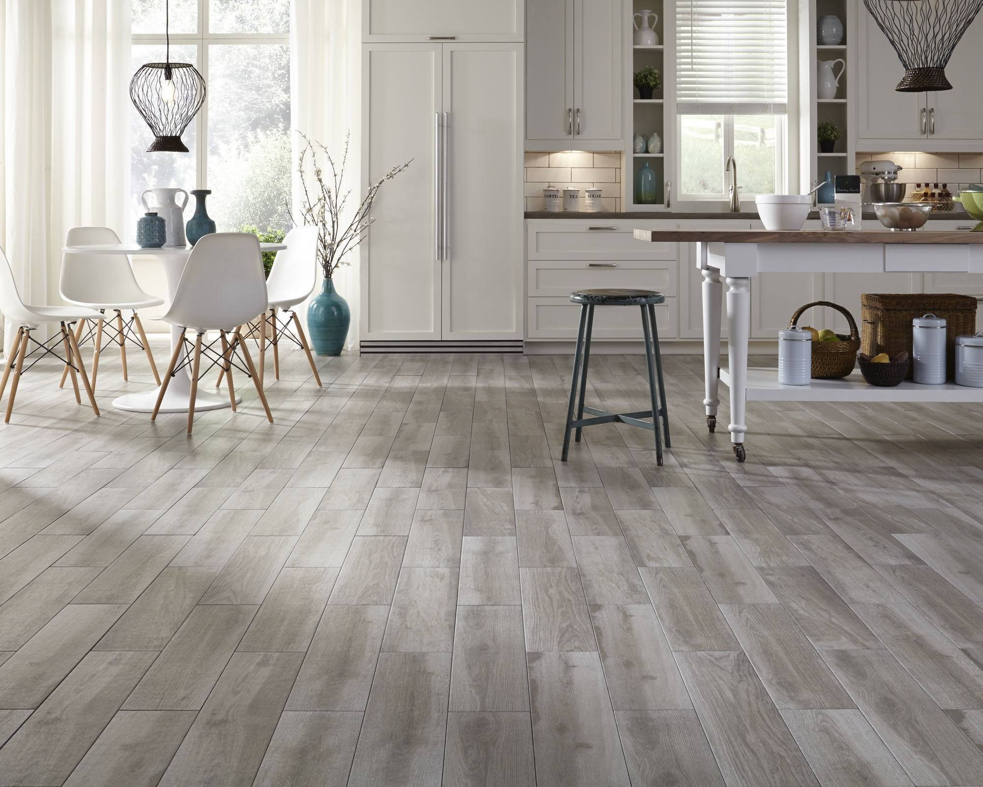 Gray Laminate: Photo Collection of Successfully Decorated Interiors. Open space with bleached oak imitating floor