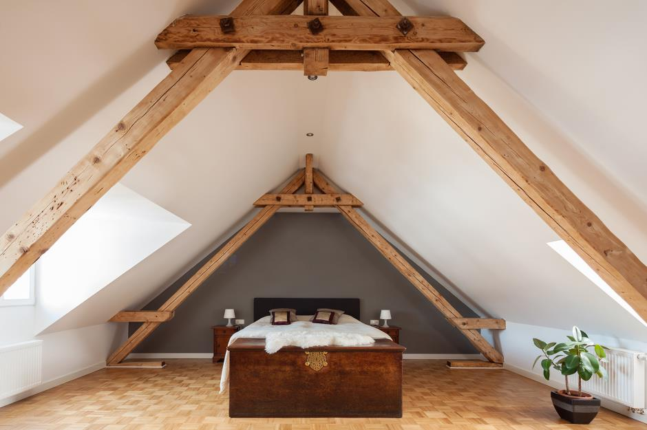 Attic Room Original Finishing and Decoration Ideas with Photos. Open ceiling beams and bearing constructions