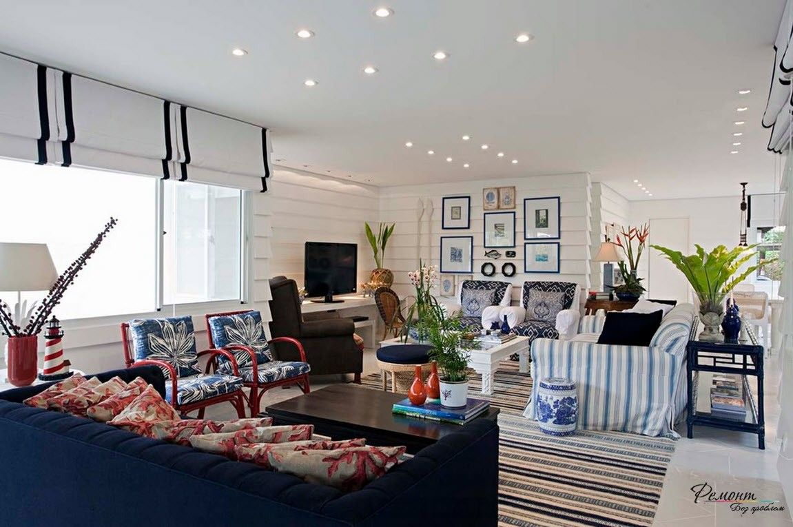 Roman Blinds in the Interior: Description, Organiс Combination of Color. Bright living room with white finishing and LED lighting fixtures