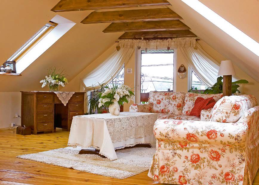 Unusual idea for dining room at the attic