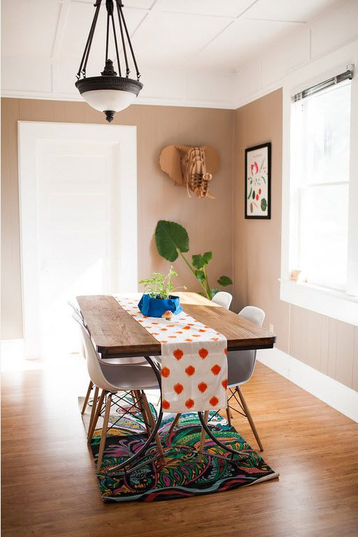 Small Room Interior Design Tips and Ideas. Beige walls for dining room with wooden table