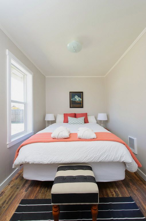 Small narrow bedroom with total gray finish