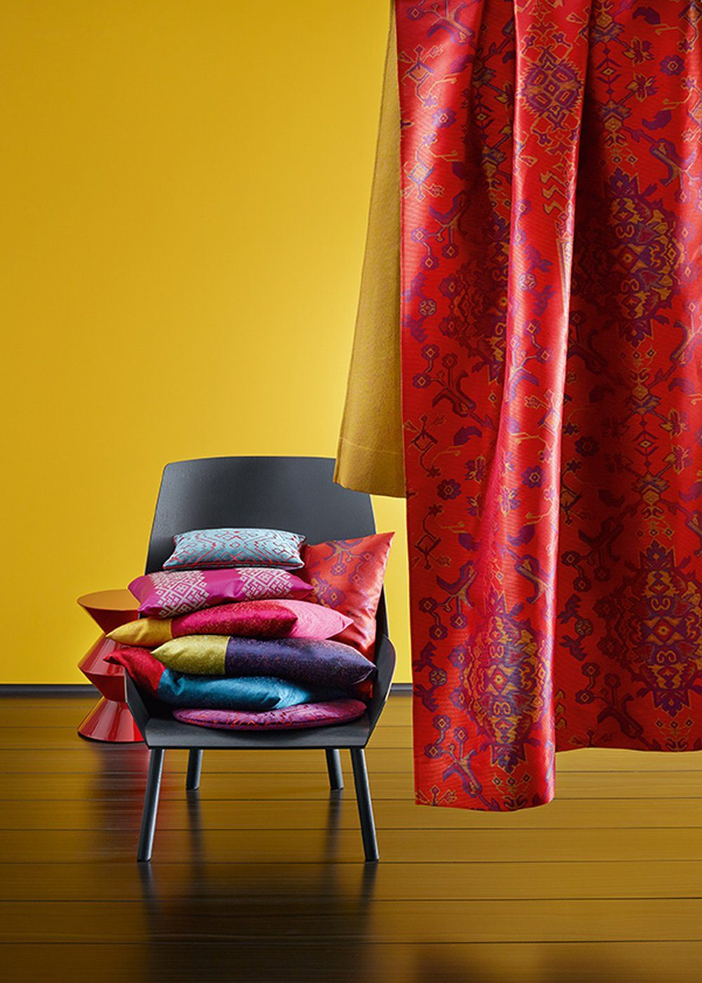 Yellow walls and red curtains