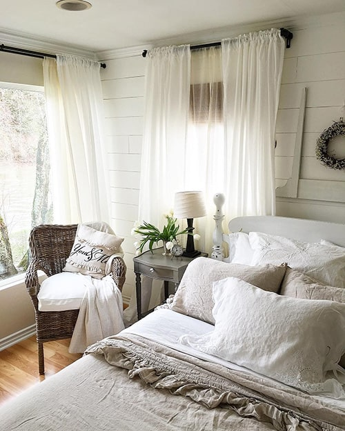 Bedroom Curtains: Full Guide on How to Decorate the Windows. Airy tulle for the Classic bedroom in private house