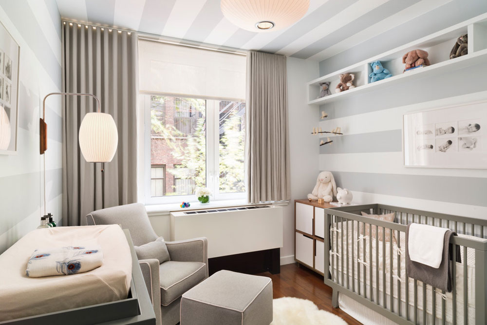 Bedroom Curtains: Full Guide on How to Decorate the Windows. Gray stripes on the walls and wavy blinds