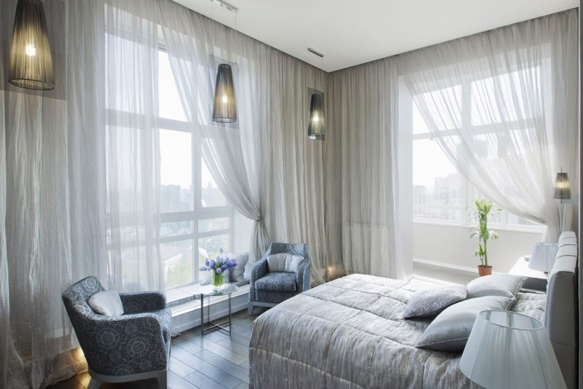 Bedroom Curtains: Full Guide on How to Decorate the Windows. Panoramic windows with tulle