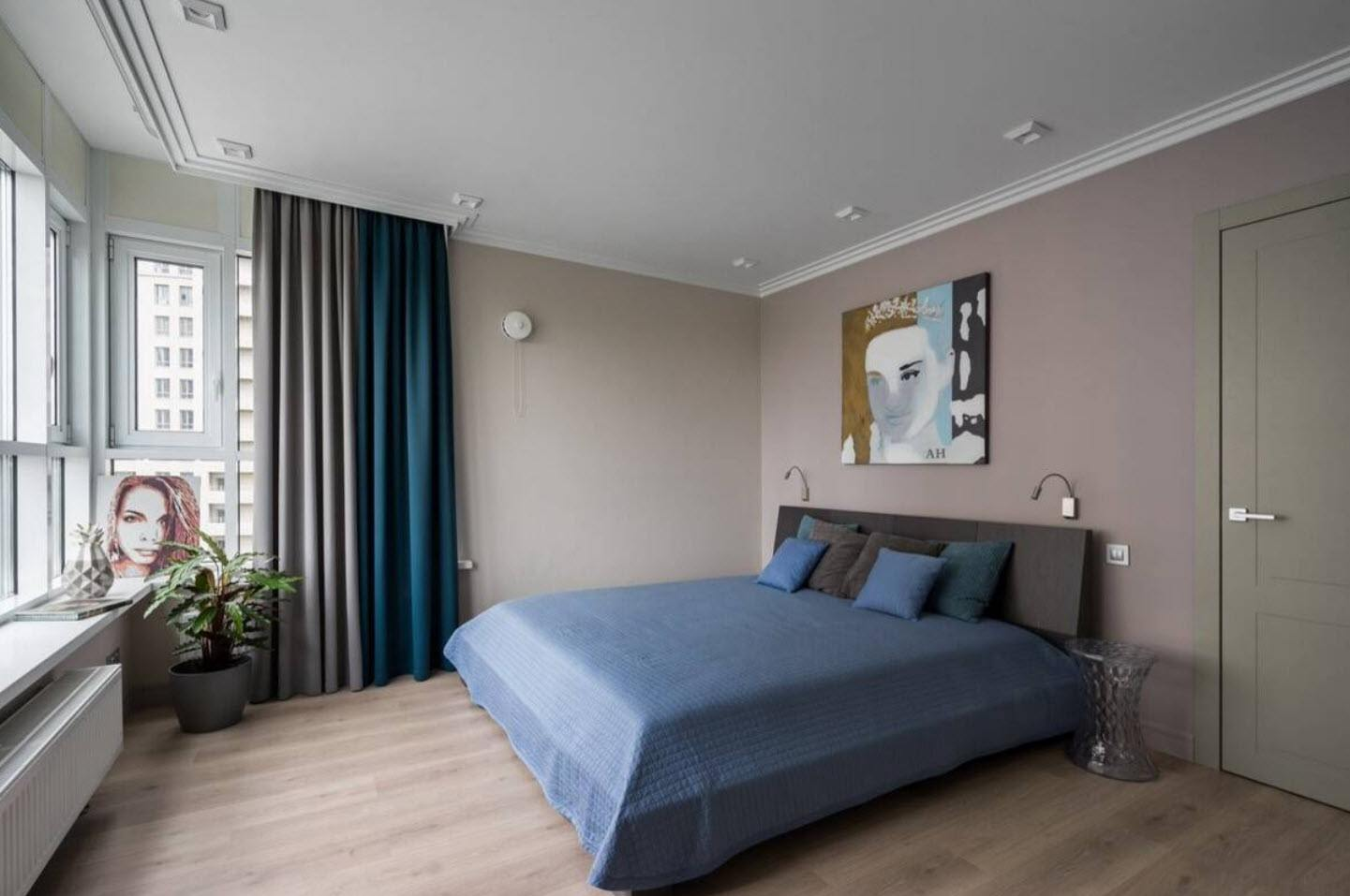 Boxed room with cozy atmosphere and beige colored walls