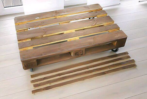 How to build sofa from pallets: small sofa, step 1 - the base
