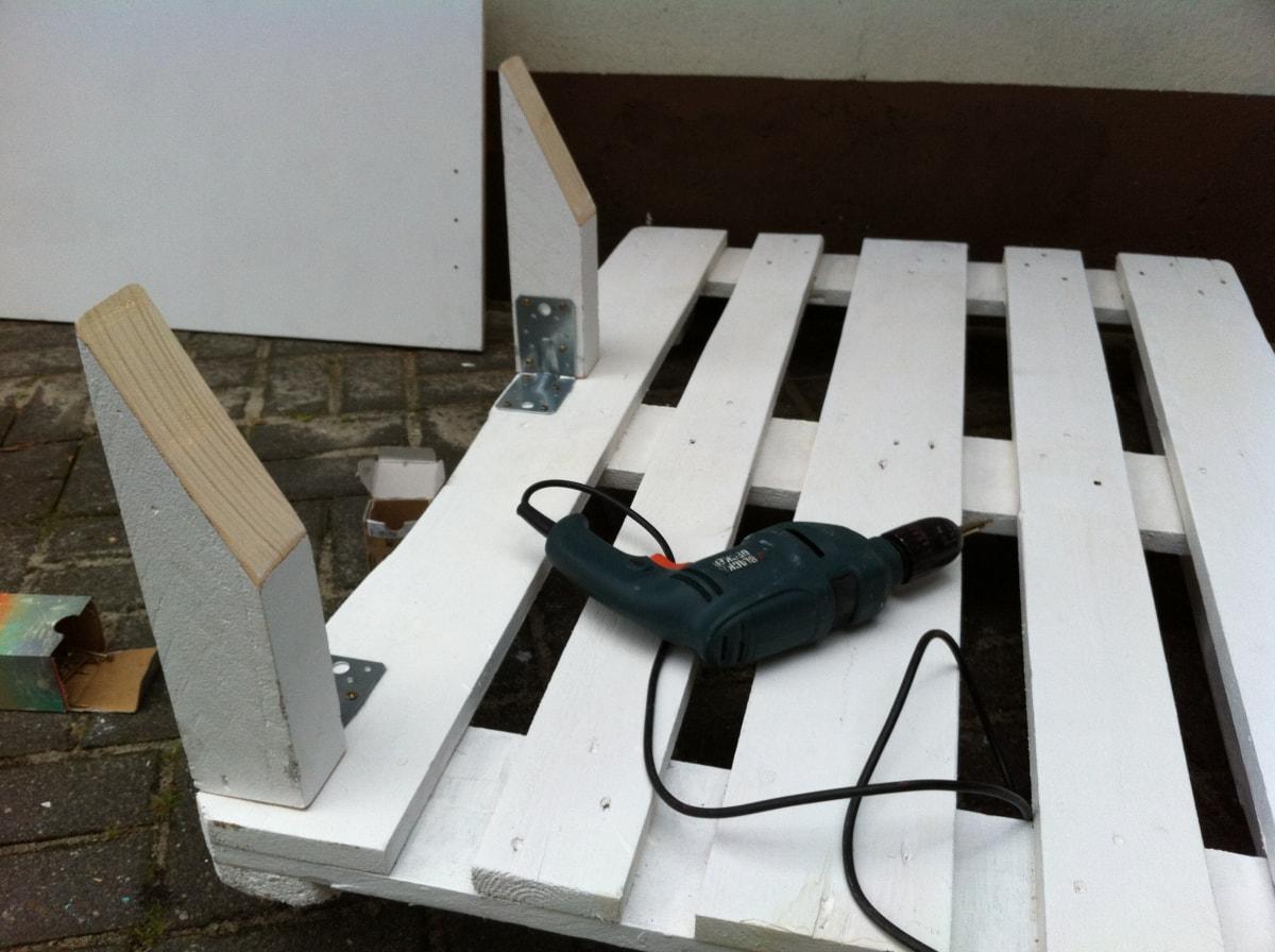 Corner sofa DIY assembling: step 1, setting the base for backrest