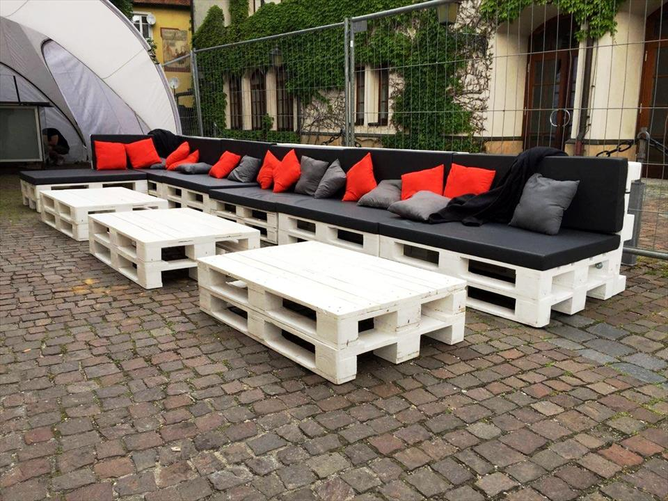 DIY Sofa made of Pallets: Trendy & Functional Interior Item by Your Hands. White painted matte tables and sofas for outdoor use