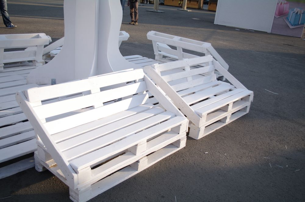 DIY Sofa made of Pallets: Trendy & Functinoal Interior Item by Your Hands. White matte paint to cover DIY furniture in the public place