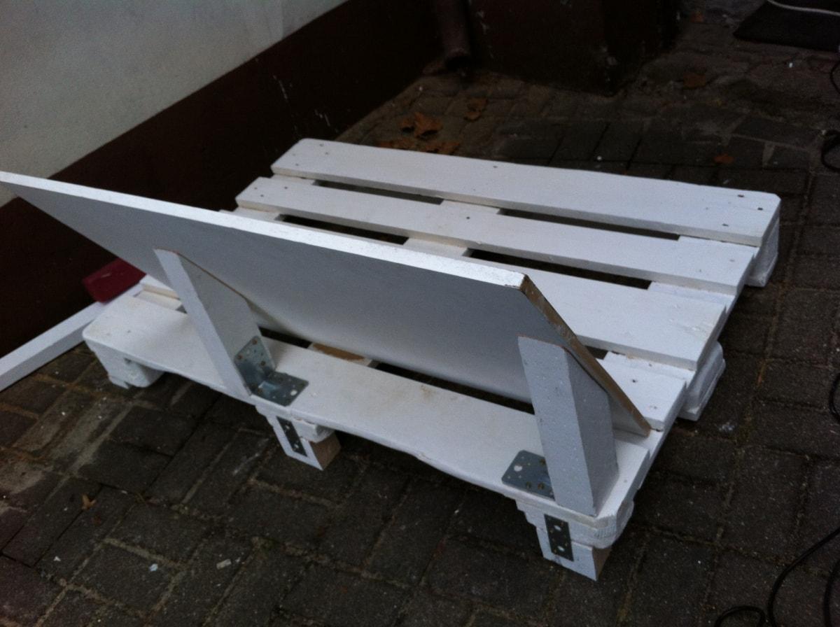 Corner sofa DIY assembling: step 3, setting the backrest