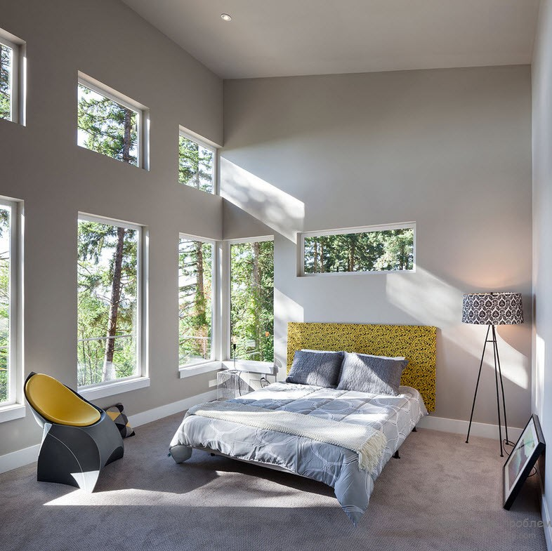 Window Design in the Bedroom for Ultimate Coziness and Comfort. Large windows in the high wall of cottage