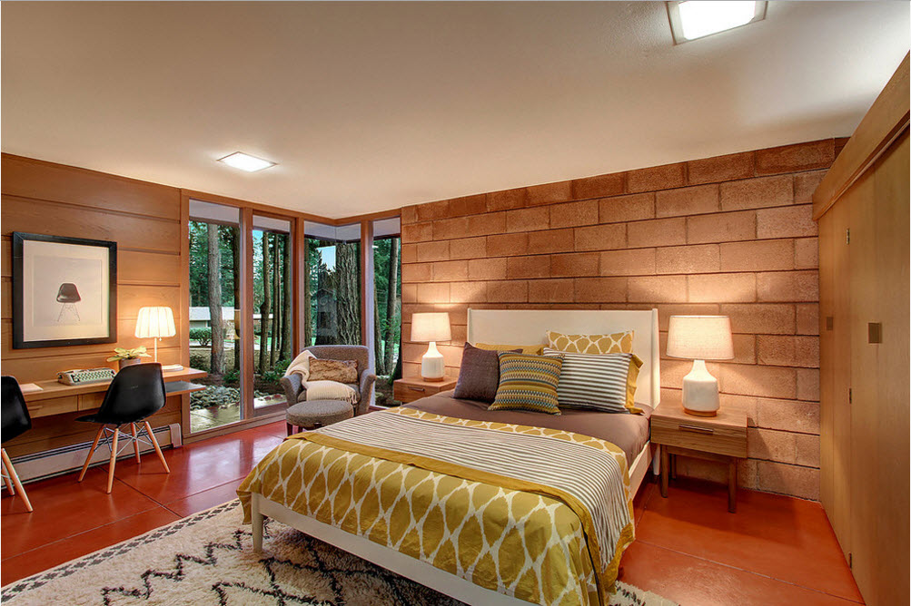 Master bedroom woth large bricks imitating tiles