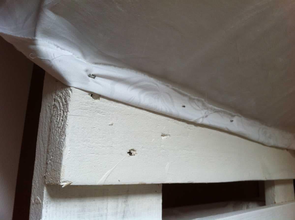 Corner sofa DIY assembling: step 11, applying the filler for the seat