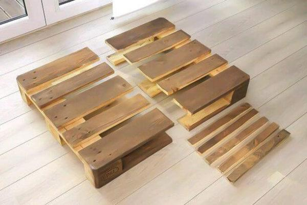 How to build sofa from pallets: small sofa, step 3 - sawing the pallet in half
