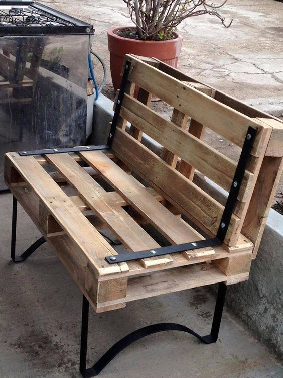 DIY Sofa made of Pallets: Trendy & Functinoal Interior Item by Your Hands. Bench with the backrest