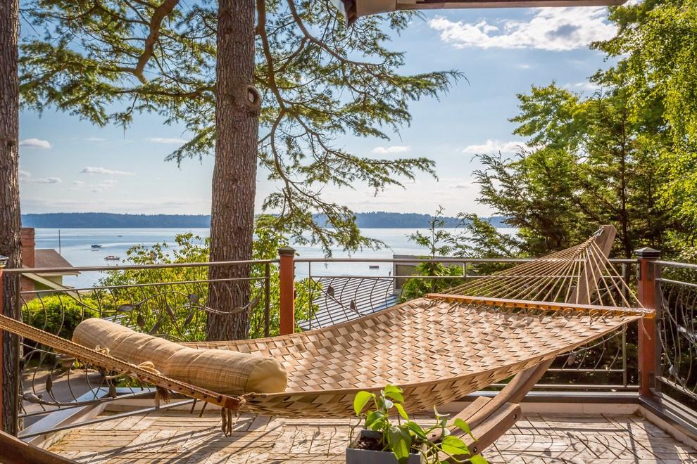 The wicker hammock outdoors