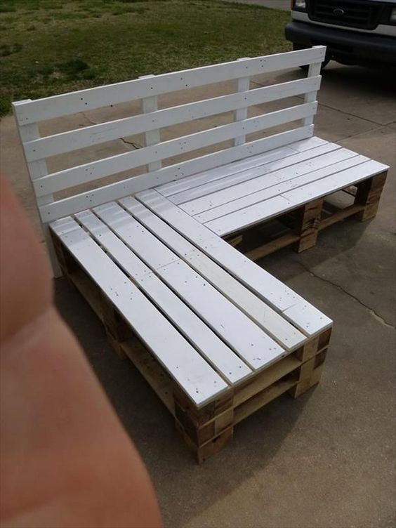 DIY Sofa made of Pallets: Trendy & Functinoal Interior Item by Your Hands. Outdoor angular sofa painted in white
