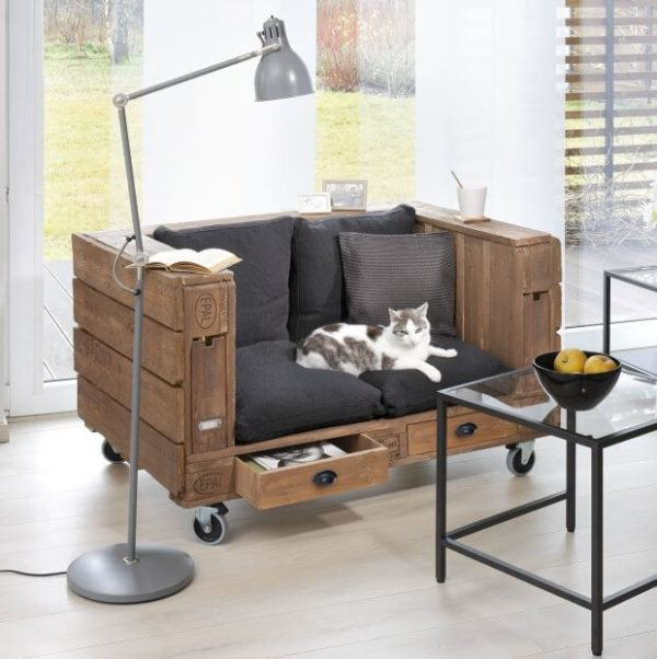 How to build sofa from pallets: small sofa is ready