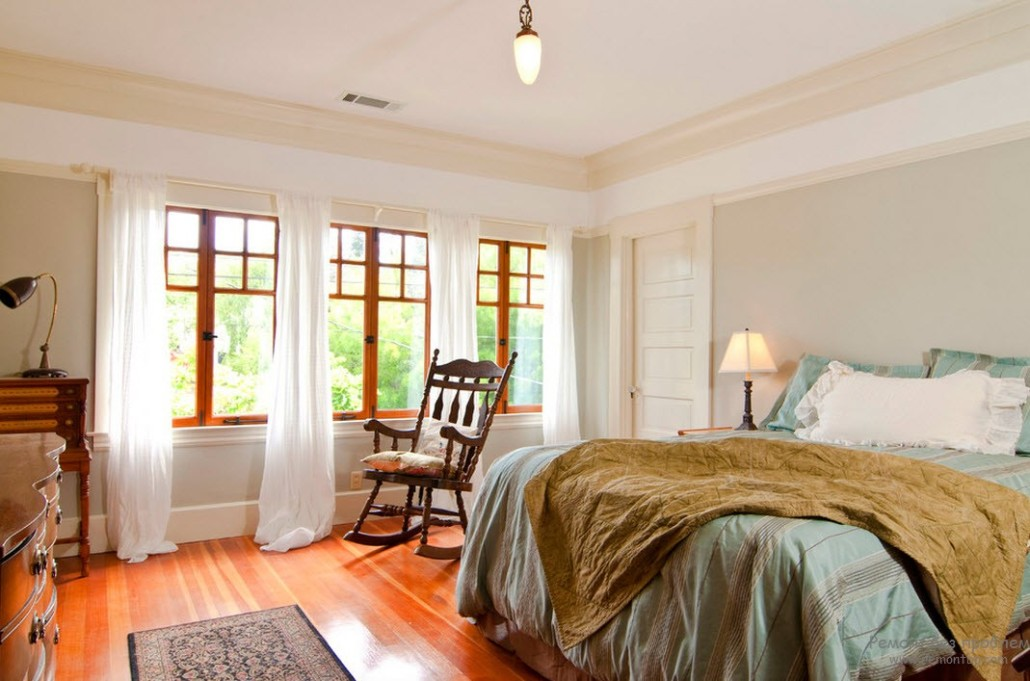 Classic interior design and the king sized bed with silk linen