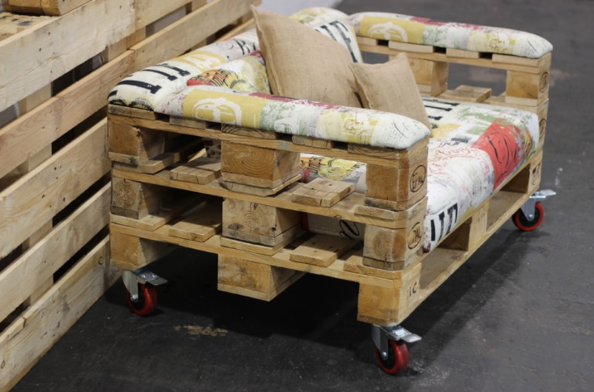 DIY Sofa made of Pallets: Trendy & Functinoal Interior Item by Your Hands. Originally designed sofa with armrests
