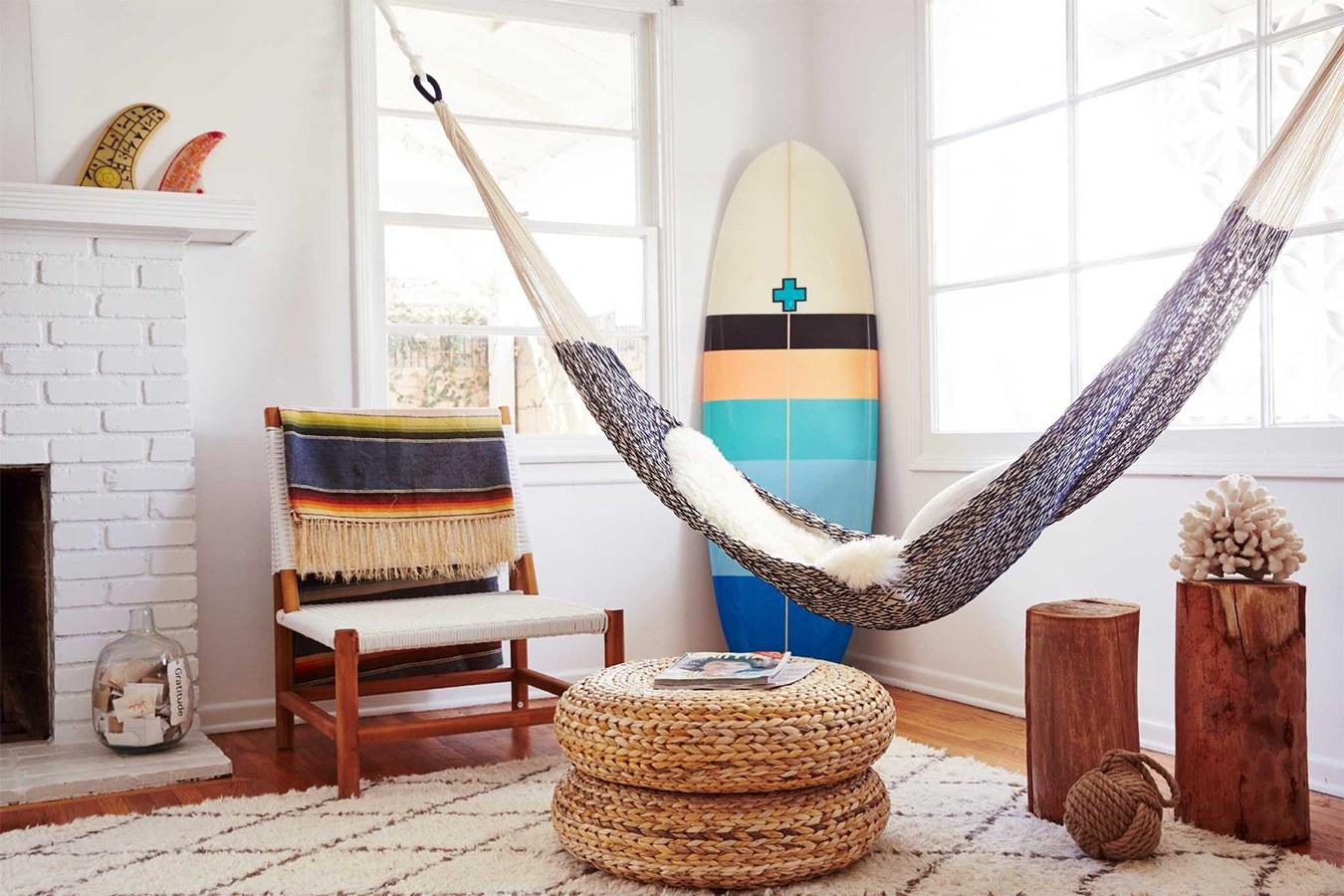 DIY Hammock: Instruction on How to Make your Home Comfortable. Modern bachelor's den