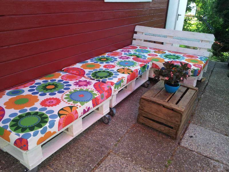 DIY Sofa made of Pallets: Trendy & Functinoal Interior Item by Your Hands. Porch resting zone with colorful covered seats on castors