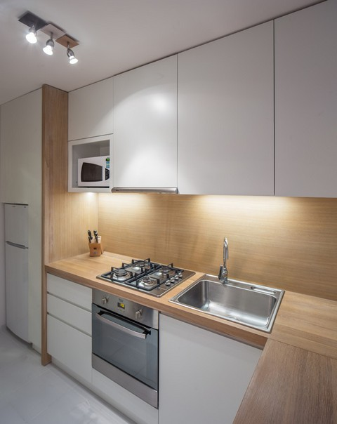 Top 10 most Popular Mistakes when Designing a Kitchen. White facades and wooden imitating splashback