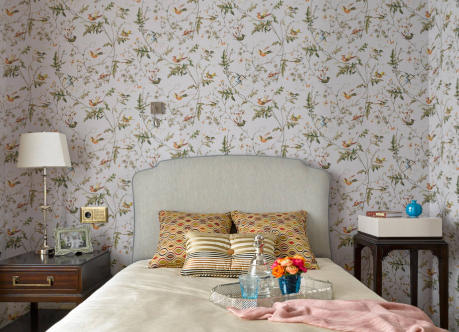 Wallpaper in the Bedroom: Modern Trends with Photos. Flowers as the main motif for wall decoration