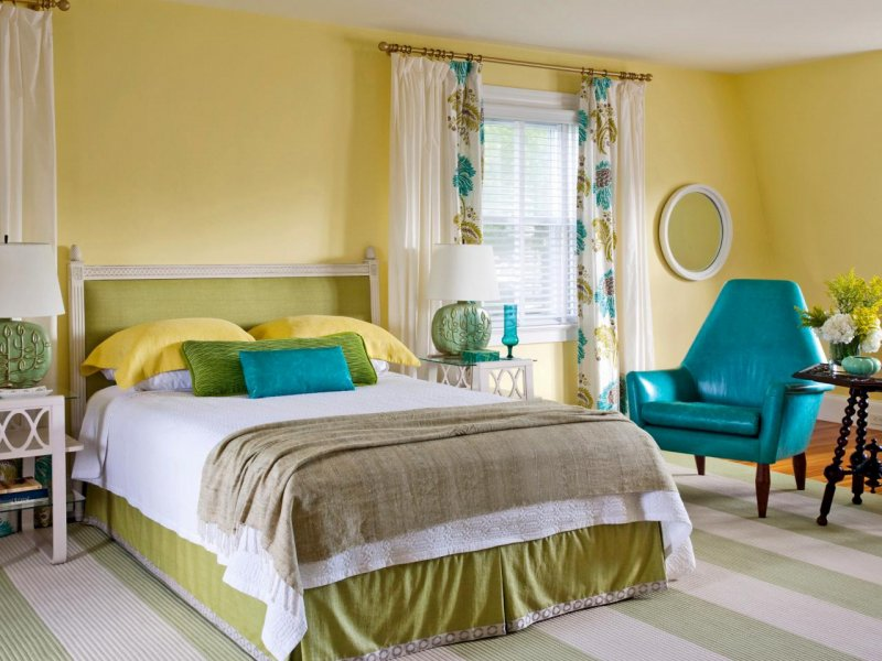 Wallpaper in the Bedroom: Modern Trends with Photos. Yellow interior with green bed