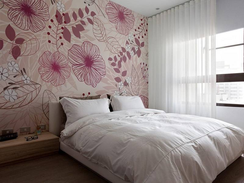 Wallpaper in the Bedroom: Modern Trends with Photos. Pink floral print at the wall
