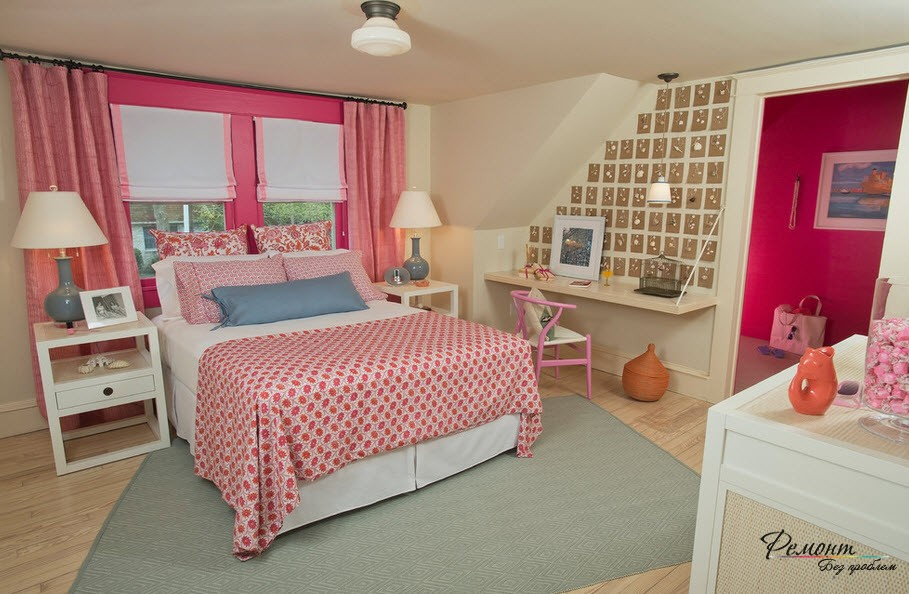 Home Office in the Bedroom: Is it the Right Place? Girlish pink room with the neat zone for studying