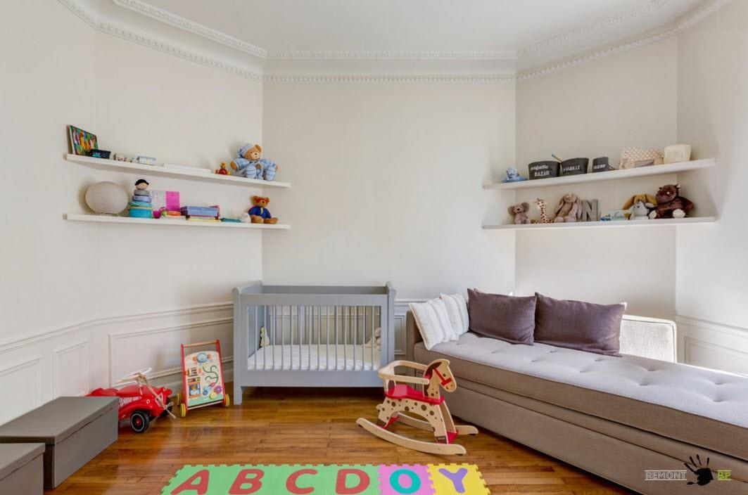 Minimalistic design for the nursery with open shelves