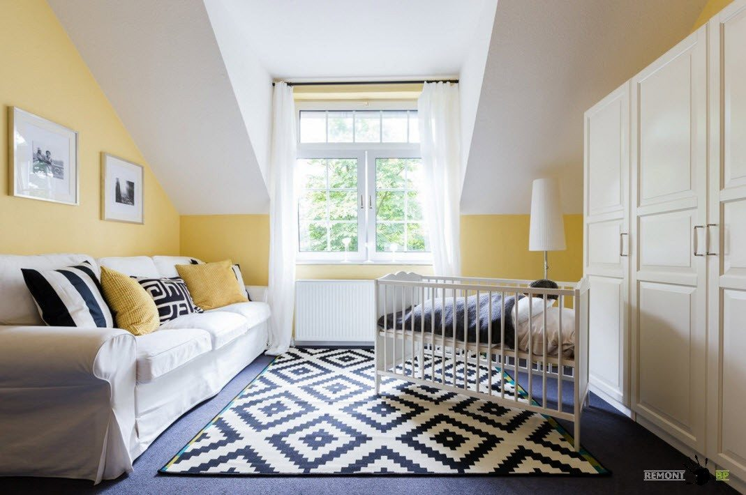 Nursery Interior Design Ideas with Photos and Practical Advice. The pattern on the rug for yellow painted room