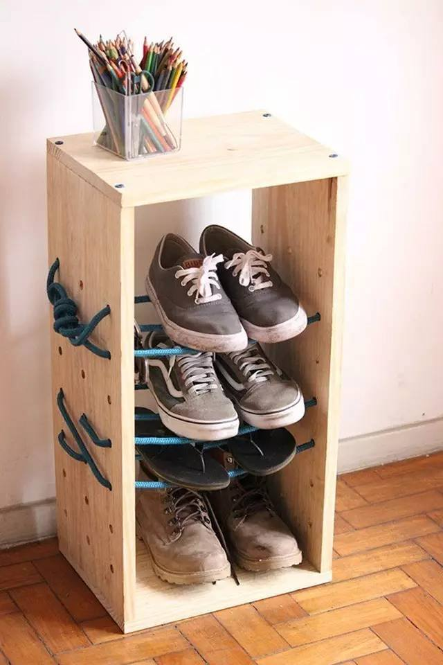 Open box with the ropes as the original shoe rack