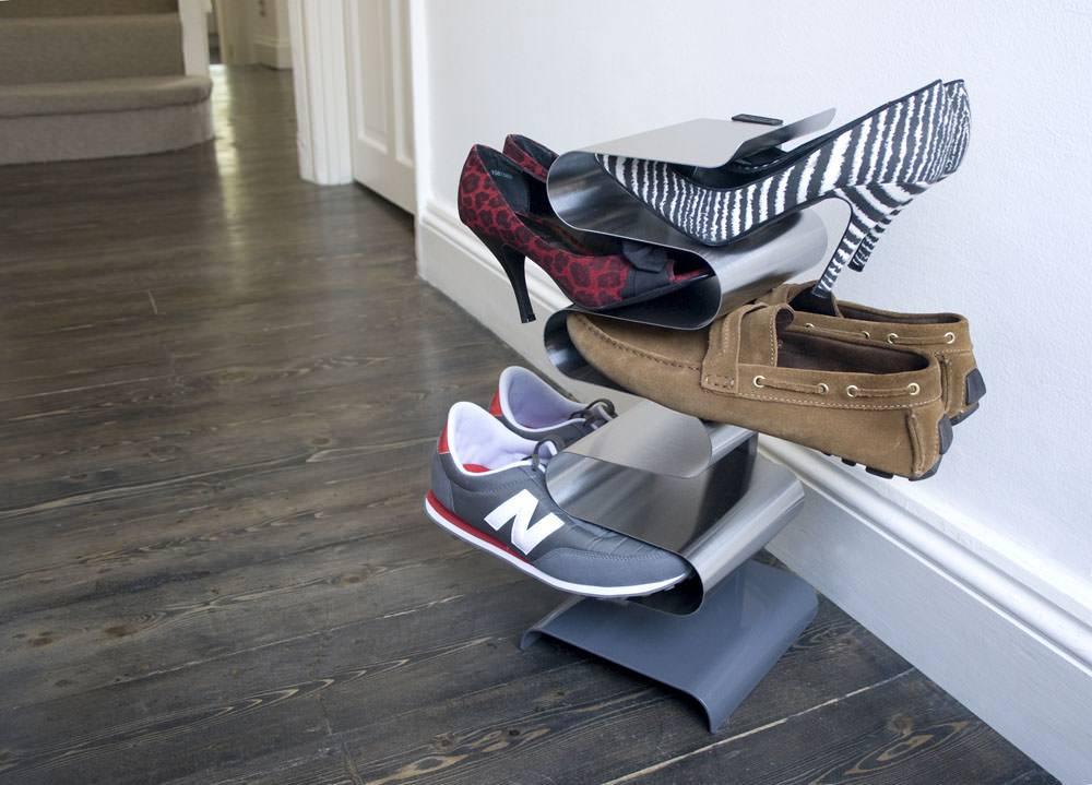 Bent matel shoe rack for modern interiors