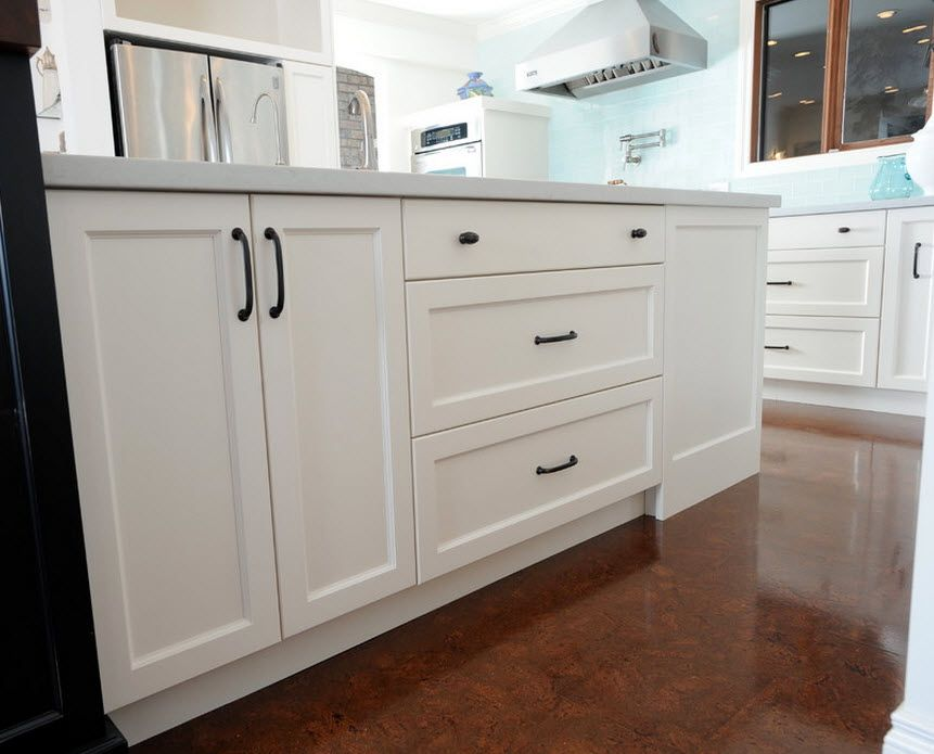 Cork Flooring Ideas for the Stylish Interiors: Kitchen, Bedroom, Living. Classic cupboard at the kitchen island